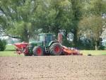 Frezen en inzaaien grond loonbedrijf Klaas Fekkes