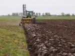 Ploegen grond loonbedrijf Klaas Fekkes